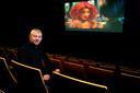 Ton Kroeze gaat na 49 jaar met pensioen als bioscoopmanager.
