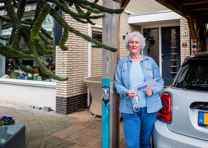 Thea Moree uit Pendrecht heeft net de brief van de gemeente ontvangen. Maar ze denkt er niet aan om van het gas te gaan.