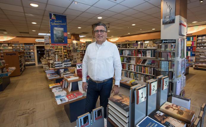 Jac Mollen in kantoorboekhandel Priem in Valkenswaard (archieffoto).