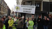 Klimaatbetogers geven voor zesde dag op rij open brief af aan Antwerps stadhuis