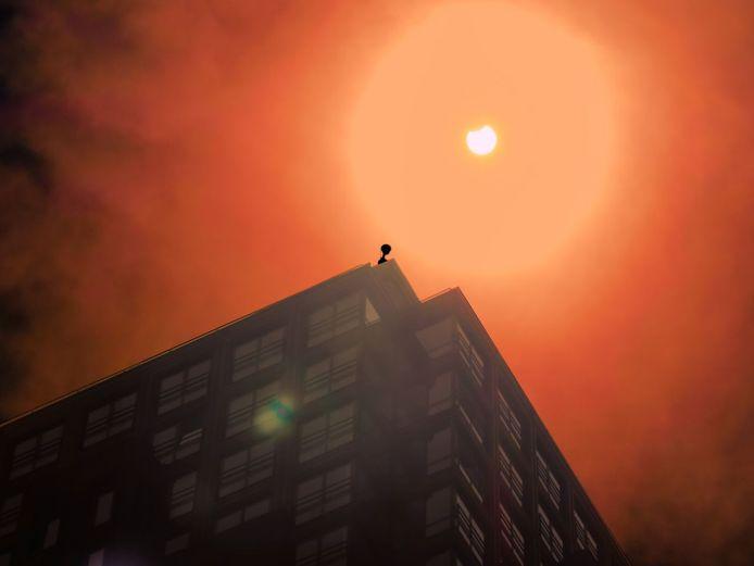 De zonsverduistering gezien boven de Alphatoren in Enschede