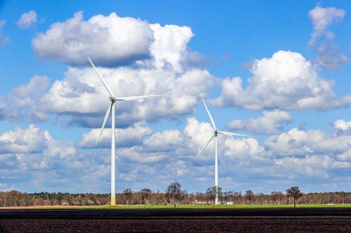 Het bouwen van windmolens is één van de manieren om groene energie op te werken. In Oost Gelre is echter bepaald voorlopig geen nieuwe bouwaanvragen voor grote windmolens in behandeling te nemen. Foto ter illustratie.