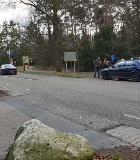 Drie auto's botsen op elkaar in Bilthoven