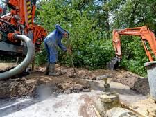 Bronnen slaan om met waterpompen de oogst van Twentse boeren te redden