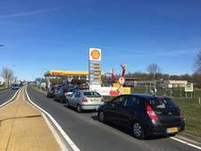 File voor 5 liter gratis benzine in Steenwijk