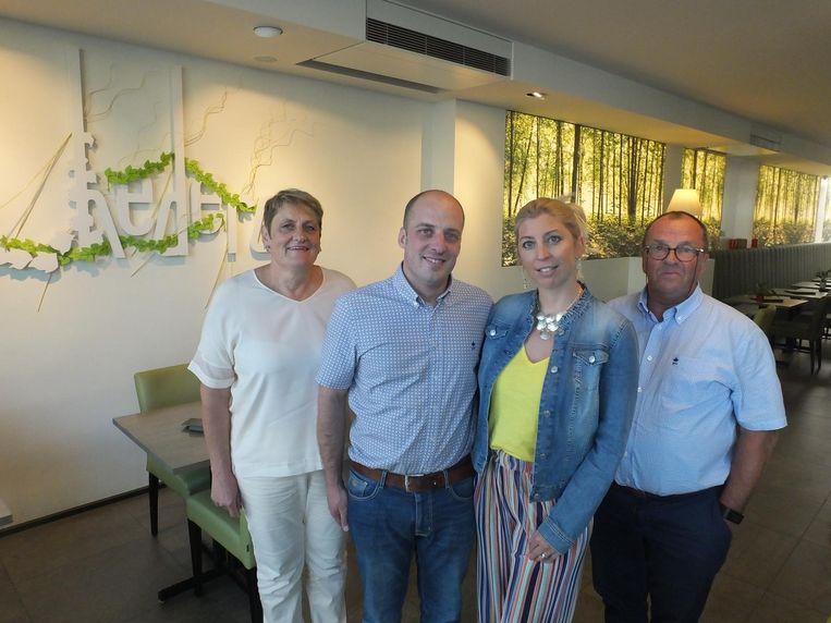 Carine De Clercq en Henk Engels met in het midden hun zoon Jens en zijn vriendin Florence Lejeune.