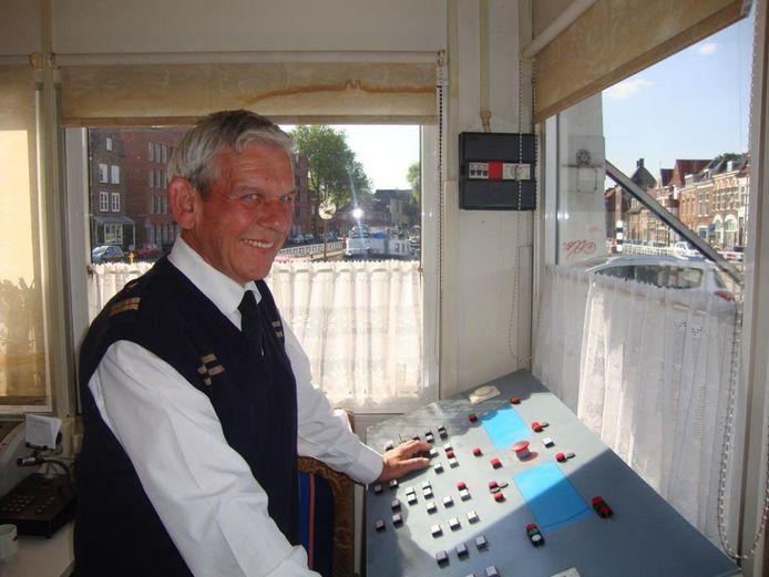 Sluismeester Peter Diepenhorst bediende zo'n vijftien jaar de knoppen in het brugwachtershuisje bij Sluis 0.