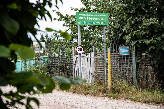 Een moestuinencomplex in Weurt. Hier zocht de politie donderdag naar aanwijzingen voor de moord op de Nijmeegse klusjesman Mehmet. Hij had een eigen tuintje op het complex.