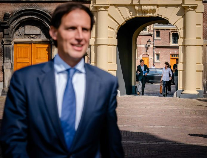 Wopke Hoekstra (CDA) op het Binnenhof voorafgaand een gesprek met informateur Mariette Hamer.