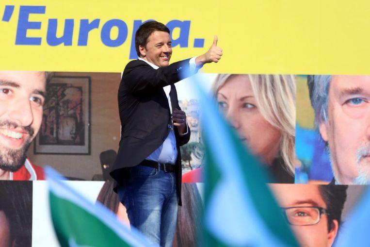 De Italiaanse premier Matteo Renzi voert campagne in Rome voor de Europese verkiezingen Beeld getty