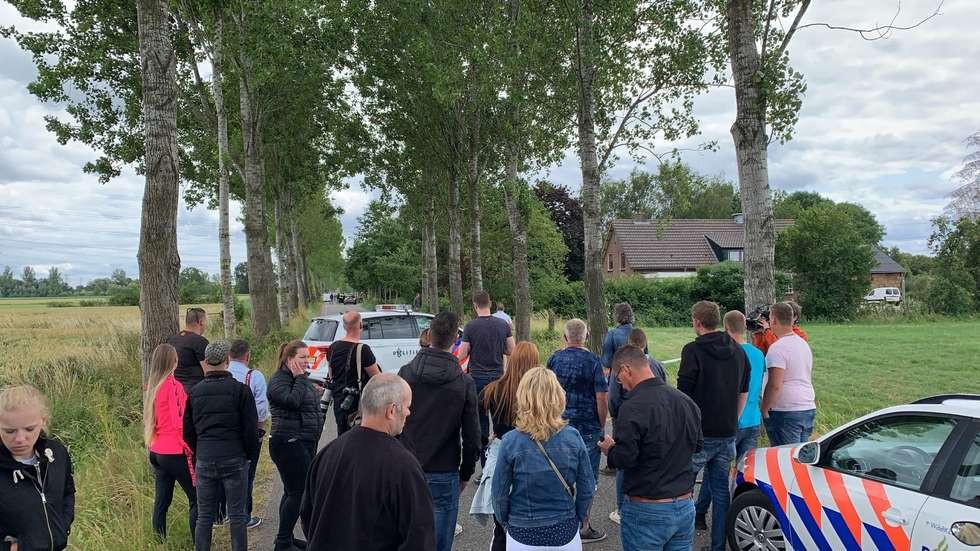 Omstanders verzamelden zich bij de afgezette Middendijk.