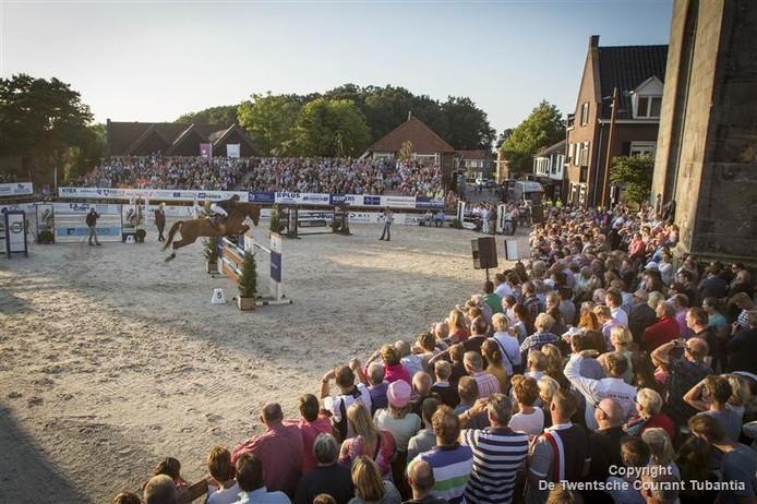 Duizenden toeschouwers bij Schröder Masterclass in hartje Tubbergen.