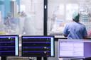 """""""Als een klein percentage van de ongevaccineerde Belgen in de ziekenhuizen komt, kunnen de ziekenhuizen nog altijd overbelast raken."""""""