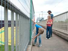 Wandelaars Deventer willen graag hun 'dagelijkse rondje' terug via de trap van de spoorbrug