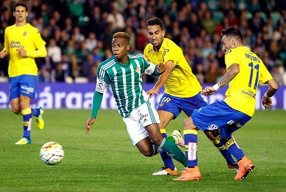 Charly Musonda in actie bij Real Betis.