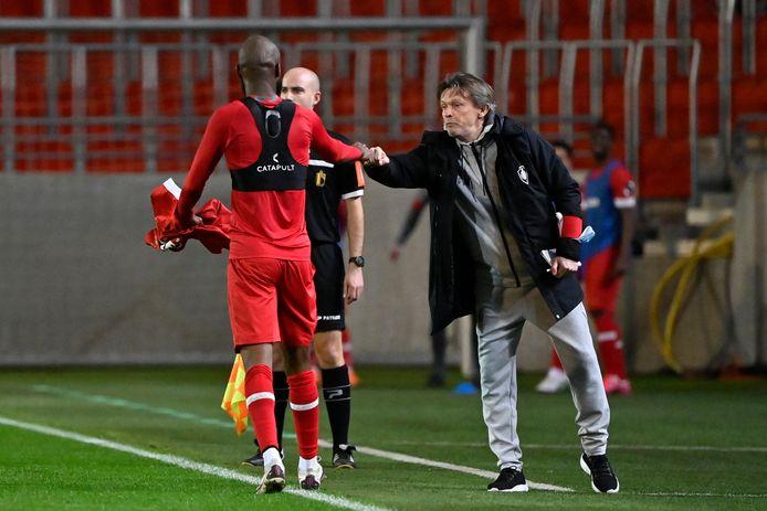 De nieuwe coach van Antwerp, Frank Vercauteren, geeft Lamkel Zé opnieuw een kans bij Royal Antwerp.