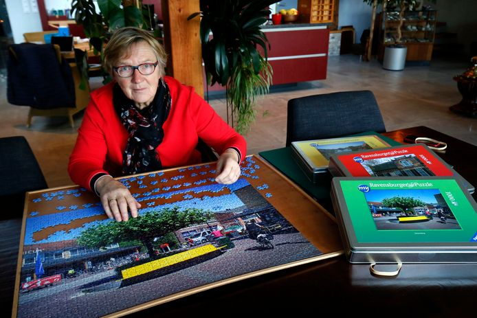 Ria van Wijngaarden uit Giessenburg is de bedenker van de doorgeefpuzzels in Molenlanden.