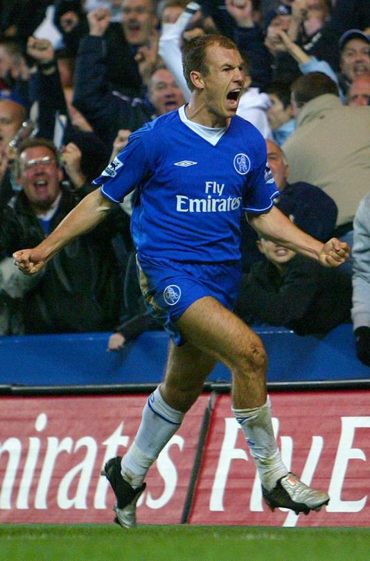 Arjen Robben maakt zijn eerste goal voor Chelsea tegen Everton.