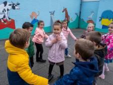 Dieren op muren 'uitdagende leeromgeving' voor scholieren De Lichtboei