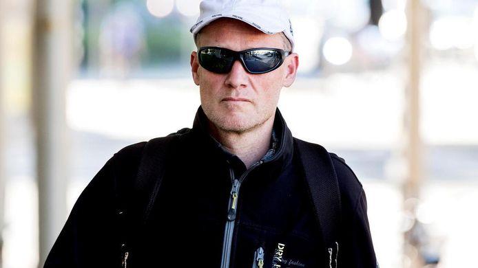 Volkert van der Graaf, de moordenaar van politicus Pim Fortuyn, wil in het buitenland gaan wonen.