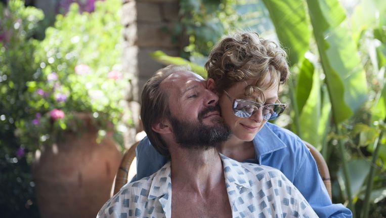 Ralph Fiennes als Harry en Tilda Swinton als Marianne in A Bigger Splash. Beeld