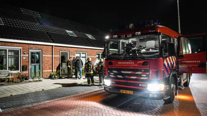 Politie hoopt dader die voordeur van woning van gezin met kleine kinderen in brand stak op camerabeelden te vinden