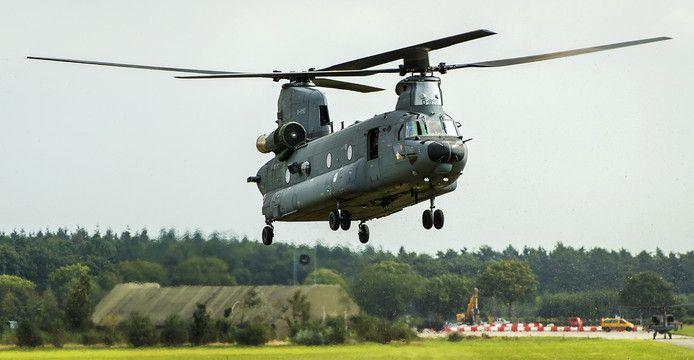 Een Chinook transporthelikopter