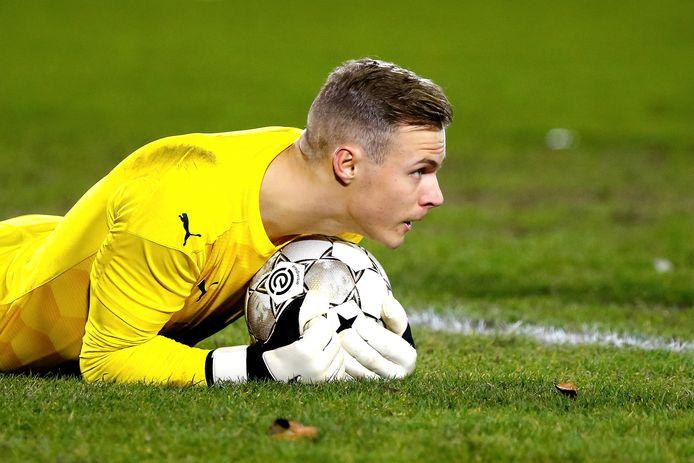 Maxime Delanghe was belangrijk voor Jong PSV en kwam met enkele goede reddingen.