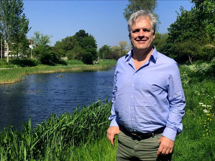 De verhouding tussen wat bedrijven bedrijven en burgers betalen is scheef, vindt Hans Middendorp van de Algemene Waterschapspartij Delfland.