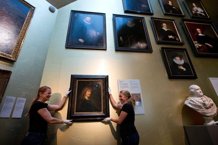 2013-07-31 AMSTERDAM - Rembrandts portret Rembrandts Saskia van Uylenburgh wordt onthuld in het Amsterdam Museum. Het schilderij, in bruikleen van the National Gallery of Art in Washington, zal twee jaar te zien zijn. ANP MARTIJN VAN BEEK Beeld ANP