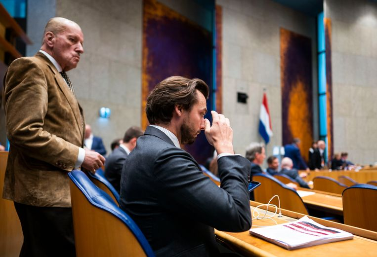 Thierry Baudet en Theo Hiddema in de Tweede Kamer.  Beeld FREEK VAN DEN BERGH