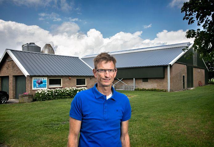 Theo Sonnemans uit Someren betaalde de reparaties aan zijn stallen uit eigen zak.