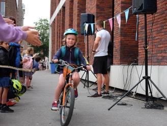 FOTO. Fietsersbond Halle trakteert fietsende schoolkinderen op applaus