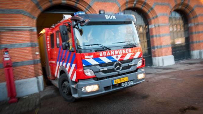 Busje brandt uit in Stompetoren, automobilist botst later op wrak