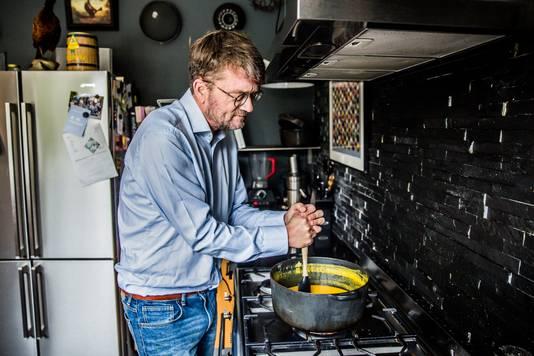Schrijver, journalist en voormalig hoofdredacteur van het maandblad Playboy: Jan Heemskerk.