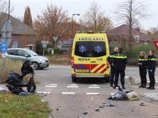 Scooterrijder botst op auto in Haaren, jongen zwaargewond