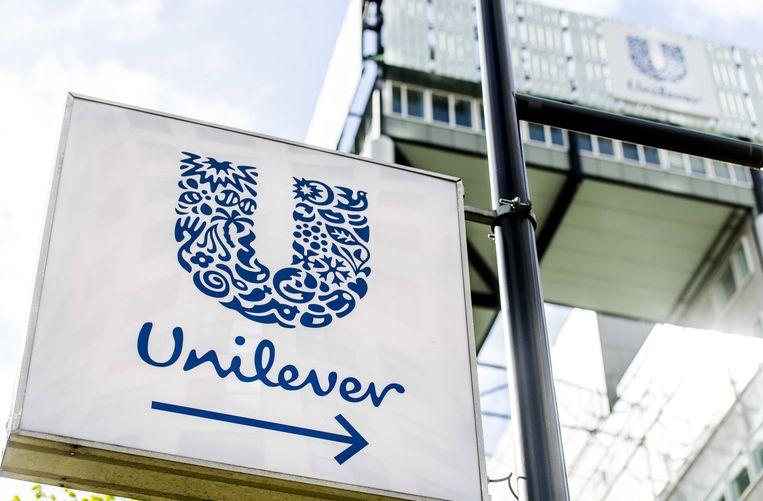 Unilever-directeur Sunny Jain: 'We weten dat alleen het woordje 'normaal' van de verpakking halen het probleem niet oplost, maar we denken dat het een belangrijke stap is naar een inclusievere definitie van schoonheid.'  Beeld EPA
