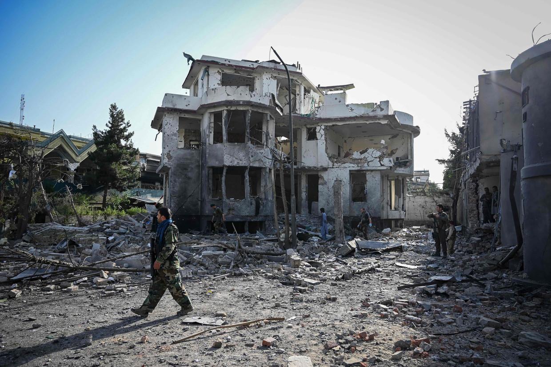 Een weggeblazen huis door een autobom in hoofdstad Kaboel. Beeld AFP