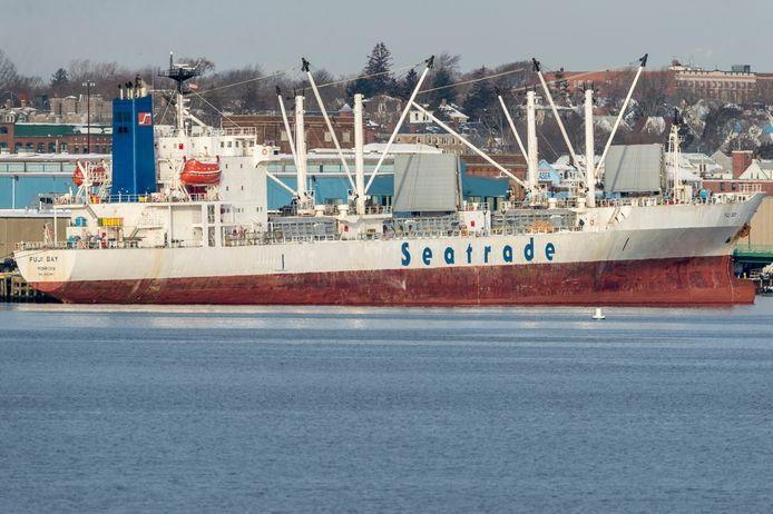 Een vrachtschip van rederij Seatrade.