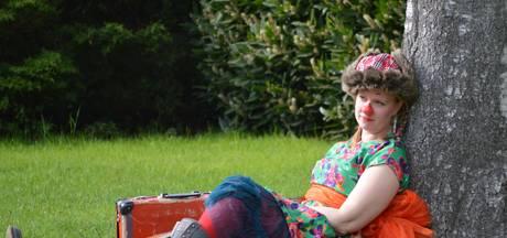Nanda Niemeijer uit Mierlo helpt als clown dementerende ouderen en gehandicapten