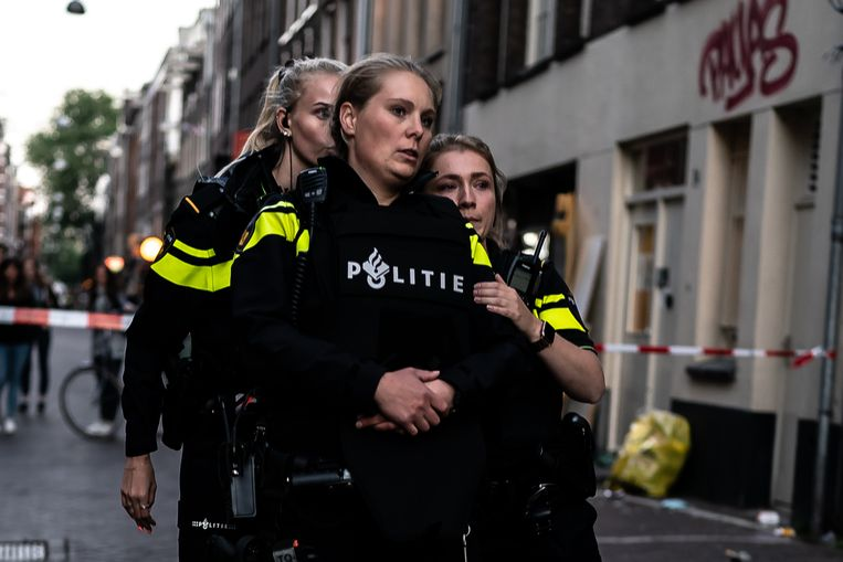 Politieagenten in Amsterdam. Beeld Joris van Gennip
