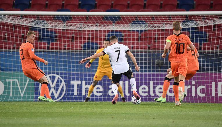 De 18-jarige Duitse aanvaller Wirtz scoort de 2-0 tegen Jong Oranje. Beeld AFP