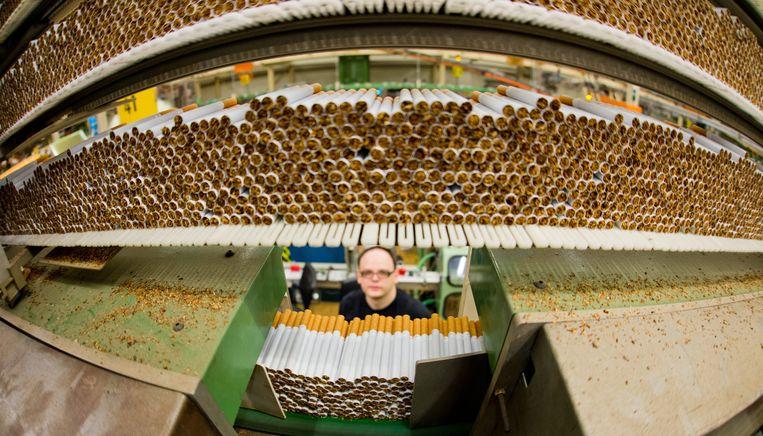 In de Reemtsma-sigarettenfabriek in Langenhagen, Duitsland.  Beeld EPA