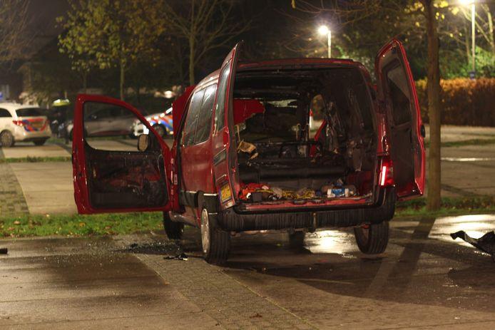 De brandweer moest deze nacht onder meer in actie komen aan de Pauwoogvlinder. Pal naast een kinderdagverblijf, stond een Citroën Berlingo in brand