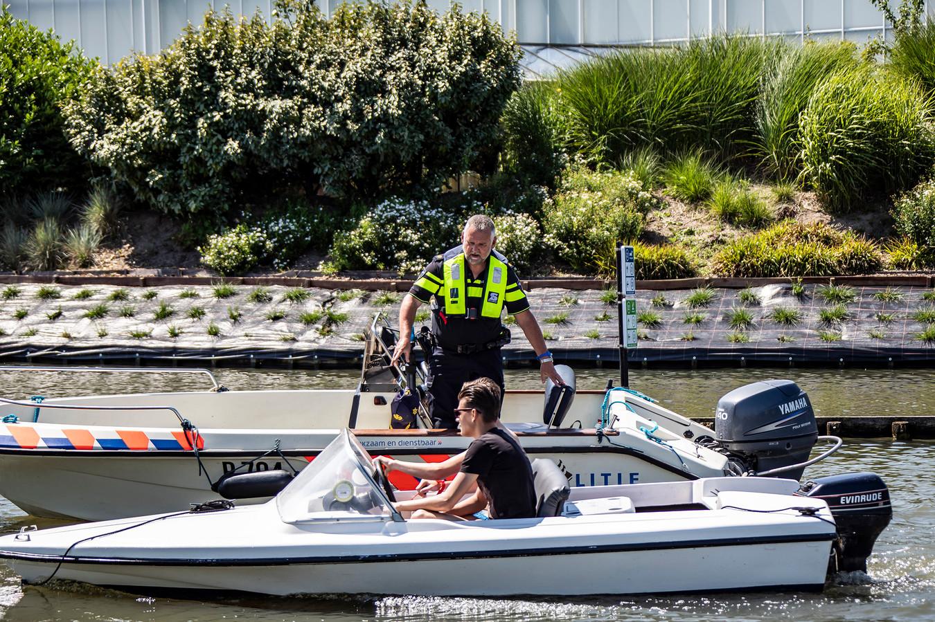 De politie schreef in het Rivierenland voor bijna 20.000 euro aan boetes uit voor overtredingen op het water.