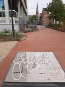 Beklad plattegrondje van kunstproject De Rode Loper bij het Stadhuisplein in Eindhoven.