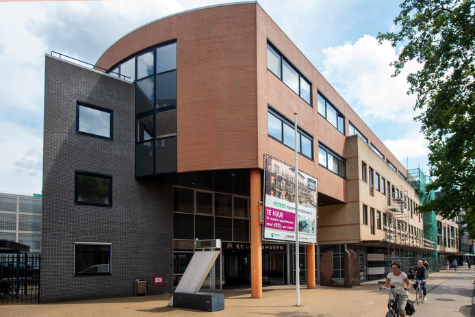 Het voormalig Ondernemingshuis aan de Stationsstraat wordt verbouwd tot 24 appartementen. Foto Kevin Hagens