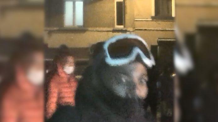 De verdachte met de skibril is tot op de dag van vandaag nog niet gepakt.
