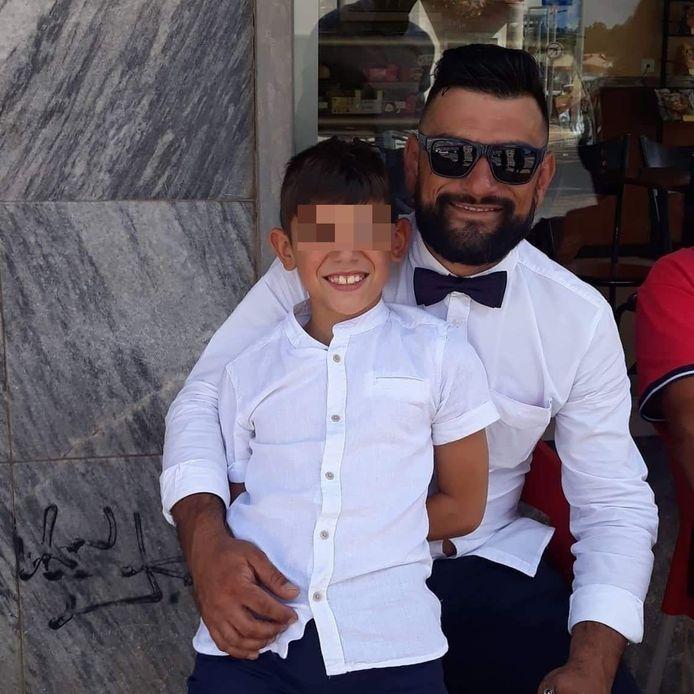 De verongelukte Carlos en zijn 11-jarige zoon.
