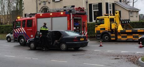 Eén gewonde bij botsing van meerdere auto's op Neerbosscheweg